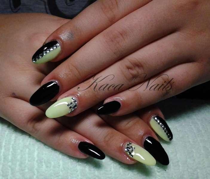 Izlivanje noktiju Kaća Nails